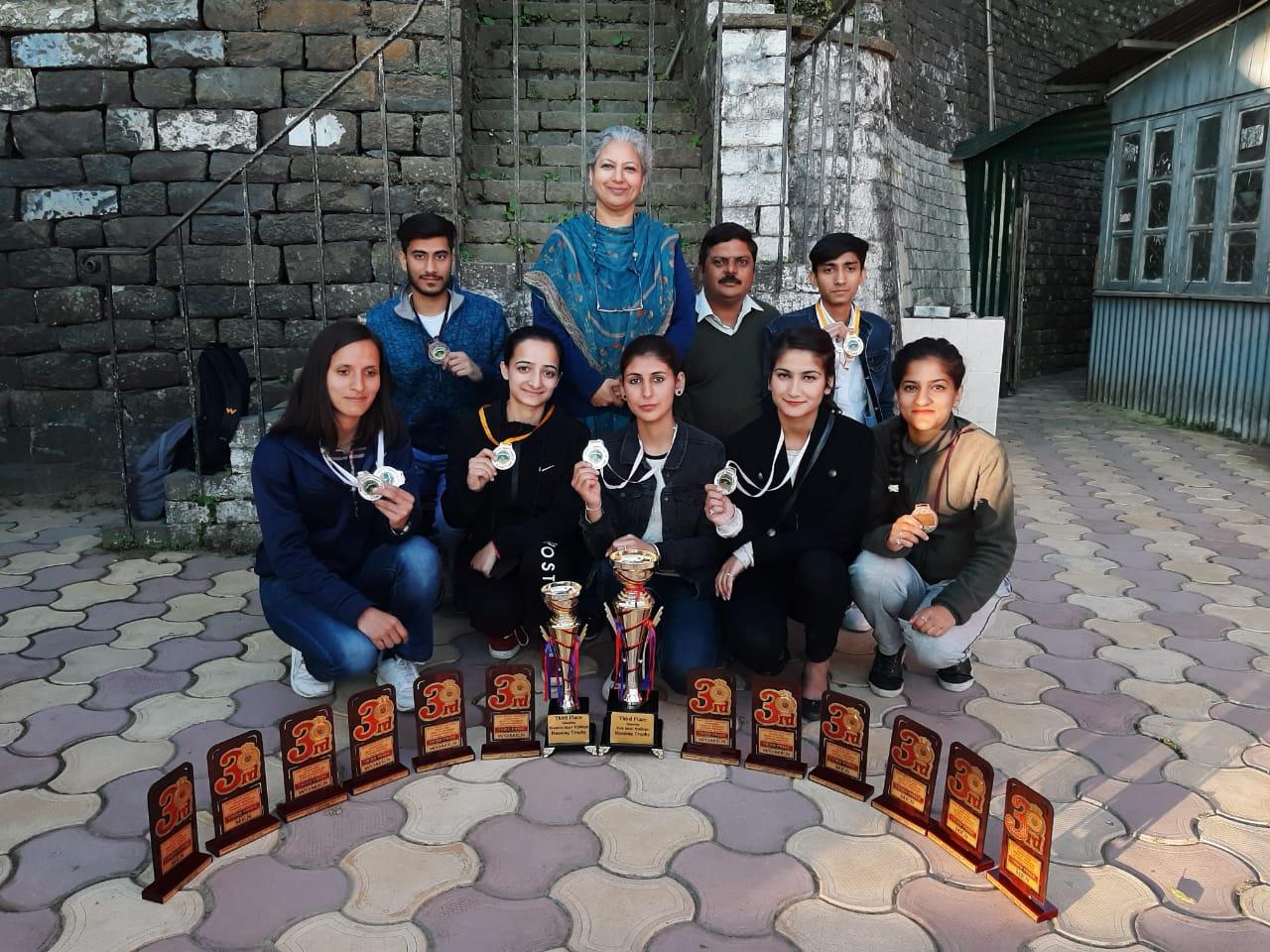HPUDES Students got prize